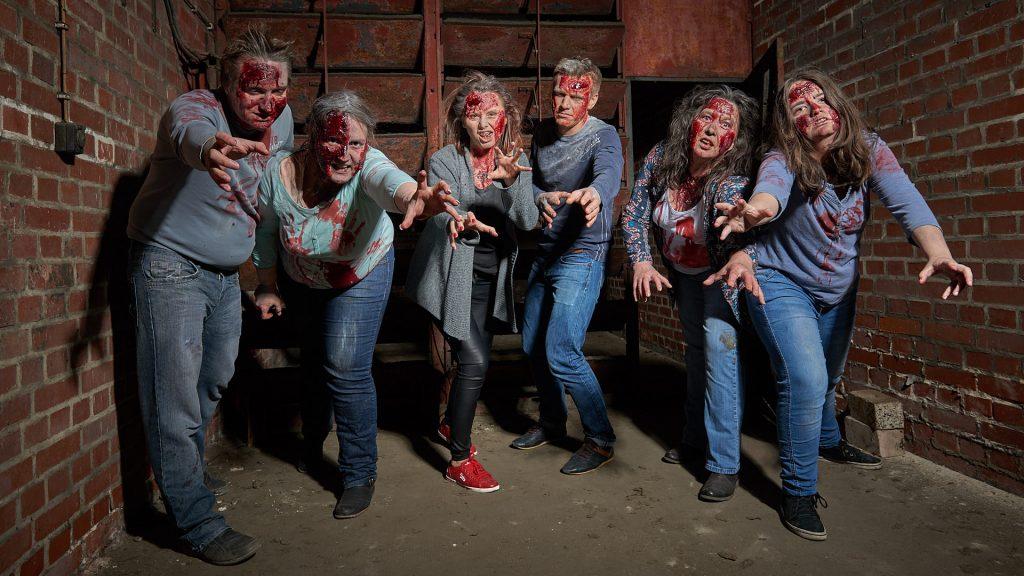 Ein Trudel Zombies im Keller des Volksbades Nürnberg.