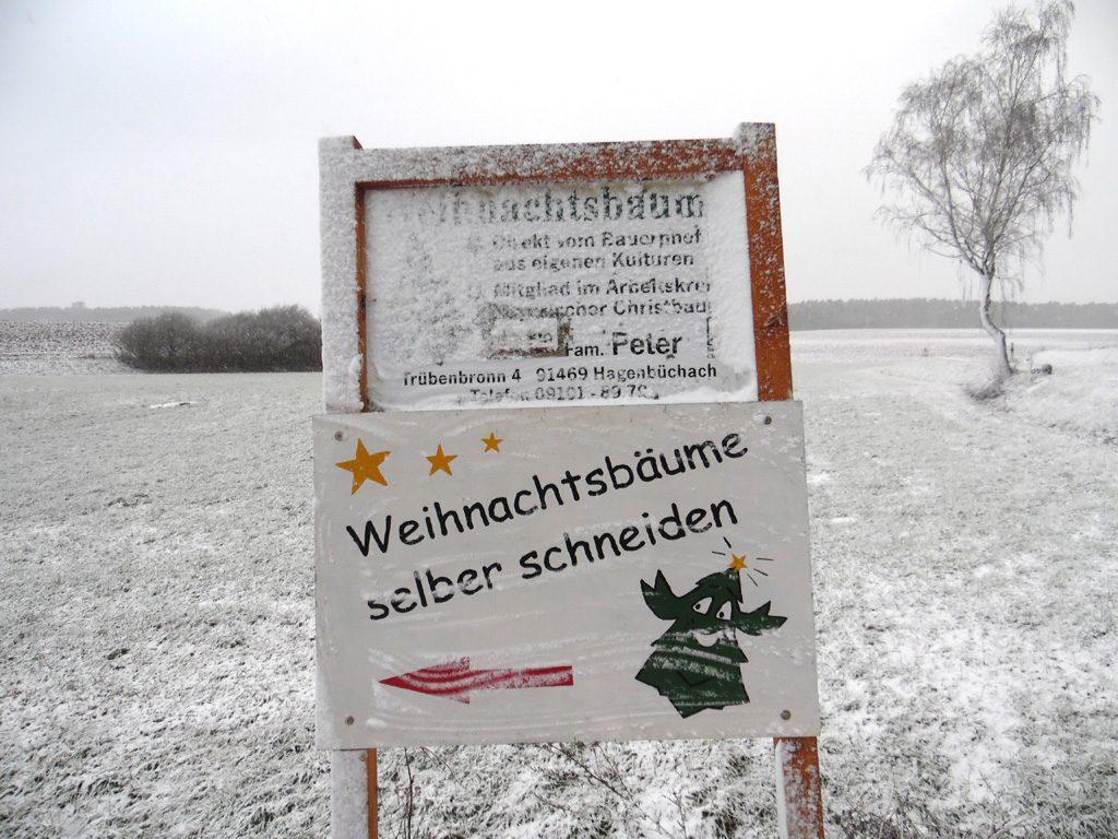 ein verschneiter Schild