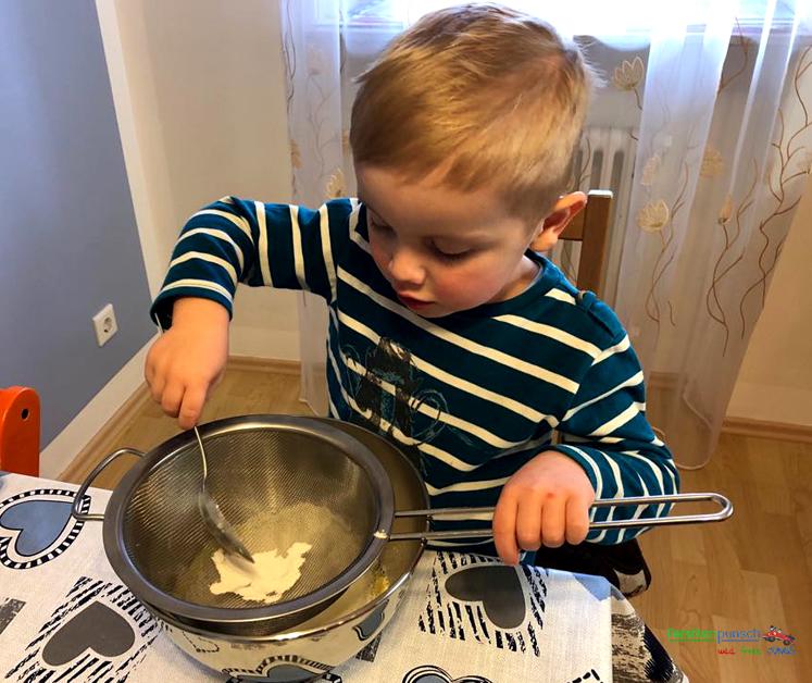 Osternest-Kuchen - Mehl sieben