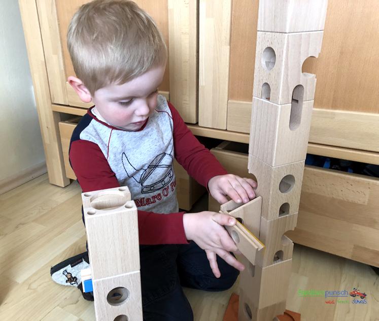 Xyloba - Einsetzen der Klangelemente schaffen auch die Kleinen