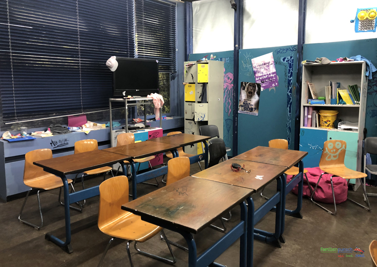Bavaria Filmstadt Klassenzimmer von Fack Ju Göthe