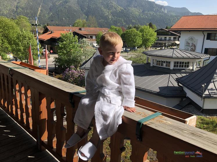 Bachmair Weissach - Bademantel und Badeschuhe für Kinder