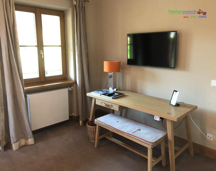 Bachmair Weissach - Schreibtisch im Schlafzimmer