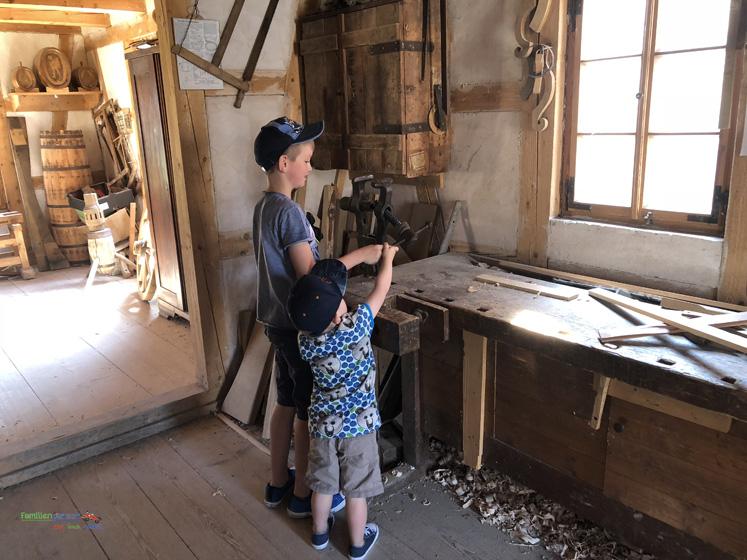 Fränkisches Freilandmuseum - alles will ausprobiert werden