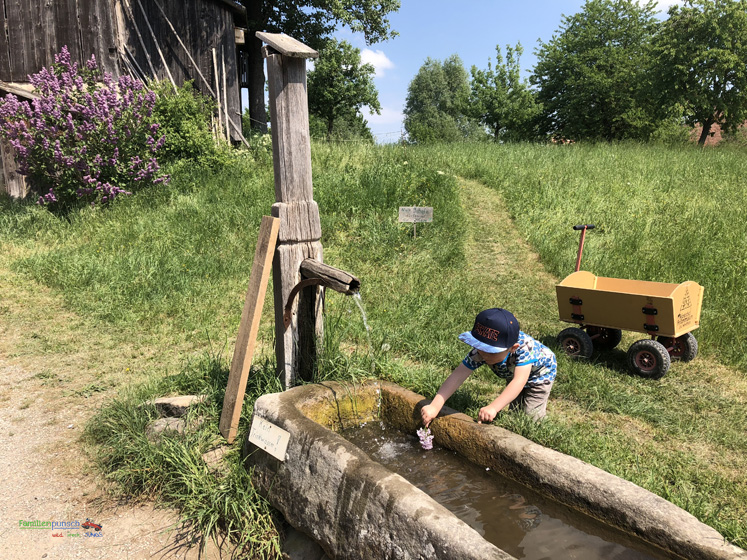 Fränkisches Freilandmuseum - mit Wasser spielen geht immer