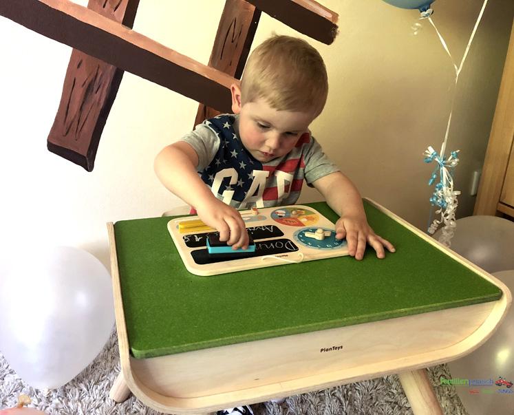 Kindertisch- und Kinderstuhlset PlanToys - Kalender - Platz für das Datum