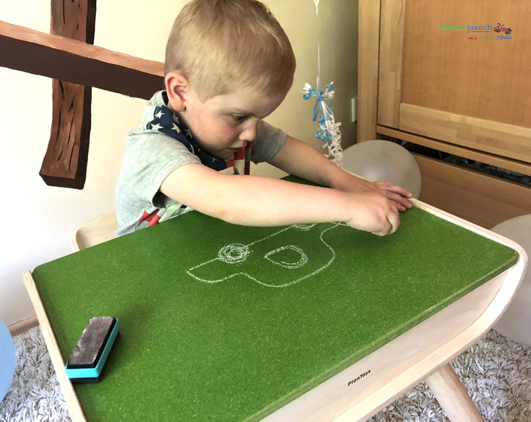 Kindertisch- und Kinderstuhlset PlanToys - Malen wie zu Großmutterzeiten
