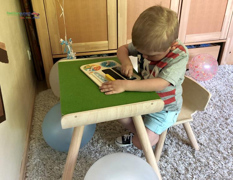 Kindertisch- und Kinderstuhlset PlanToys - Spielen mit Kalender