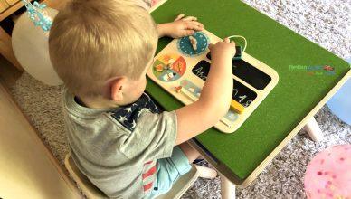 Kindertisch- und Kinderstuhlset und mein erster Kalender von PlanToys
