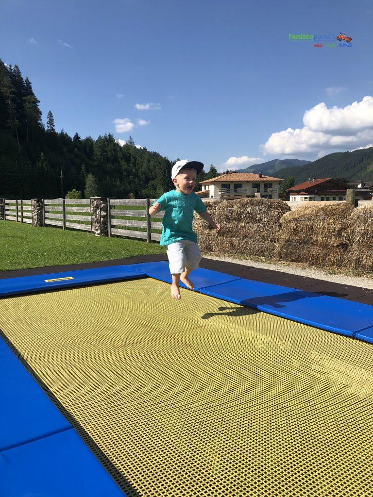 Familienparadies Sporthotel Achensee -Trampolinspaß