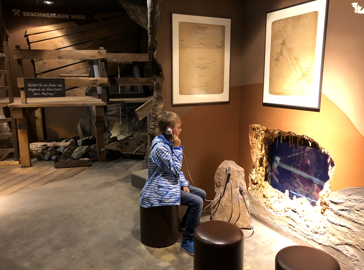Saalfelder Feengrotten – Lauschen im Grottoneum