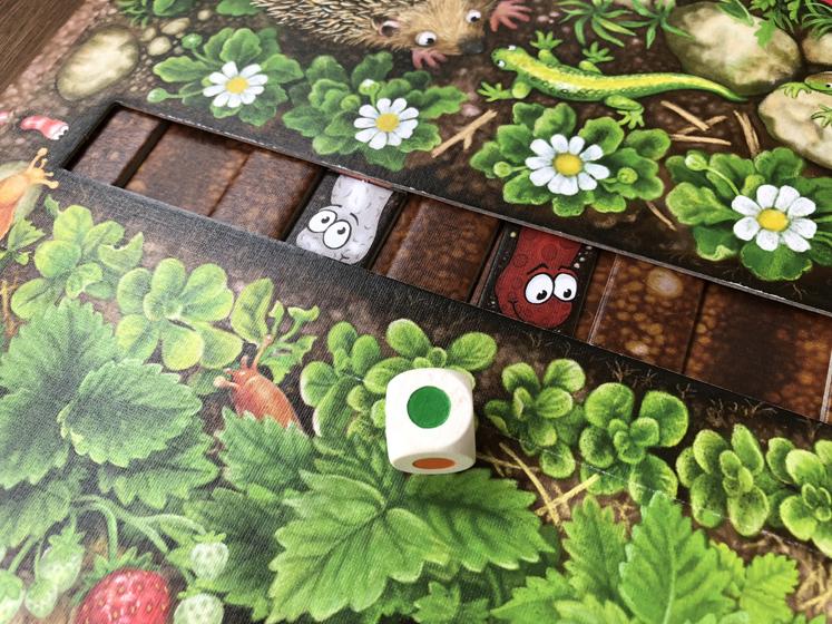 Spiele für den Herbst - Würfel - Da ist der Wurm drin