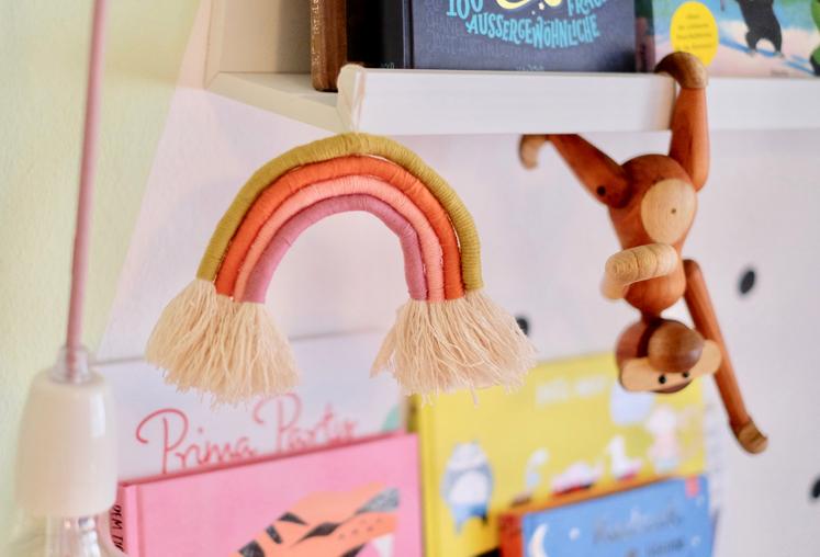 DIY Regenbogen Dekohänger - Rainbow Wall Hanger im Kinderzimmer